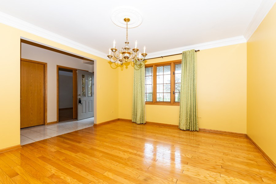 Real Estate Photography - 17312 Valley View Drive, Tinley Park, IL, 60477 - Dining Room