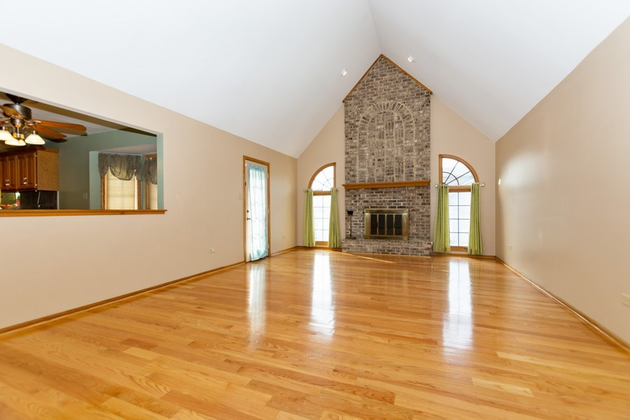 Real Estate Photography - 17312 Valley View Drive, Tinley Park, IL, 60477 - Family Room