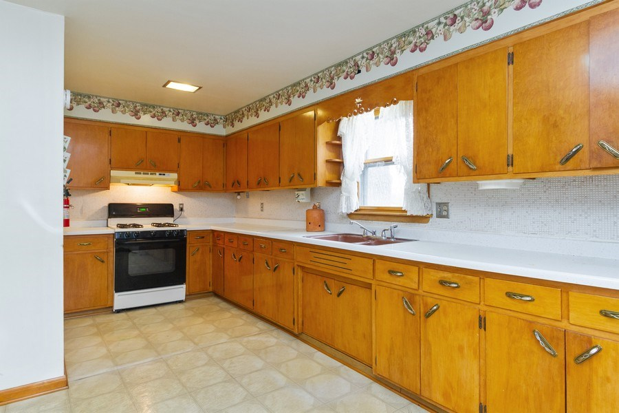 Real Estate Photography - 117 N. White Street, Frankfort, IL, 60423 - Kitchen