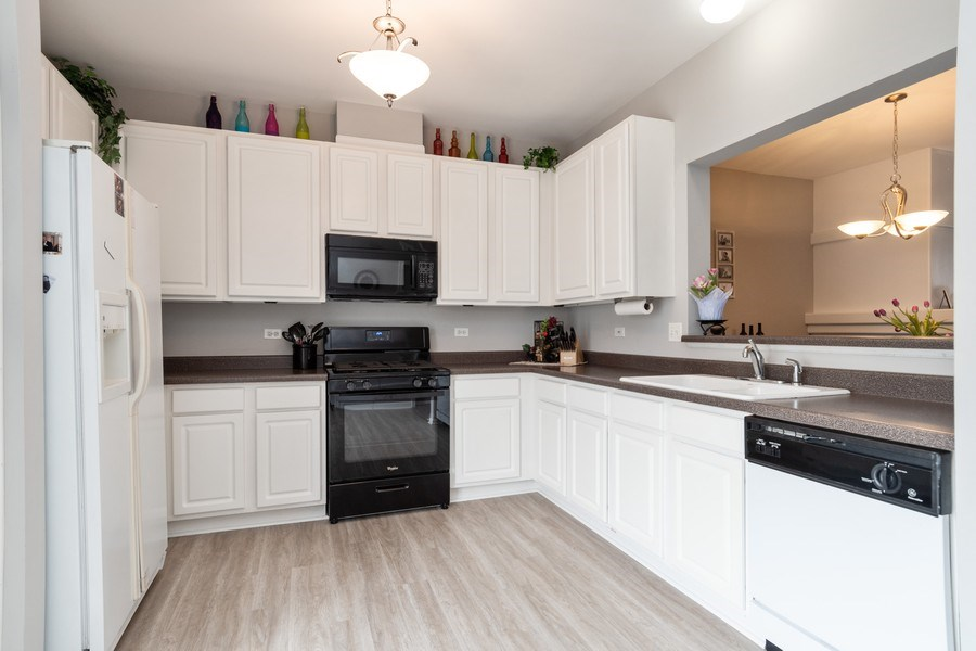 Real Estate Photography - 2214 Daybreak Drive, Aurora, IL, 60503 - Kitchen