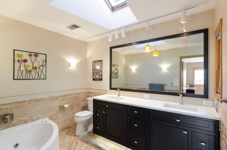 Real Estate Photography - 18N579 Field Ct, Dundee, IL, 60118 - Master Bathroom
