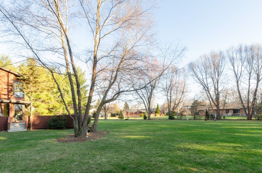 Real Estate Photography - 18N579 Field Ct, Dundee, IL, 60118 - Back Yard