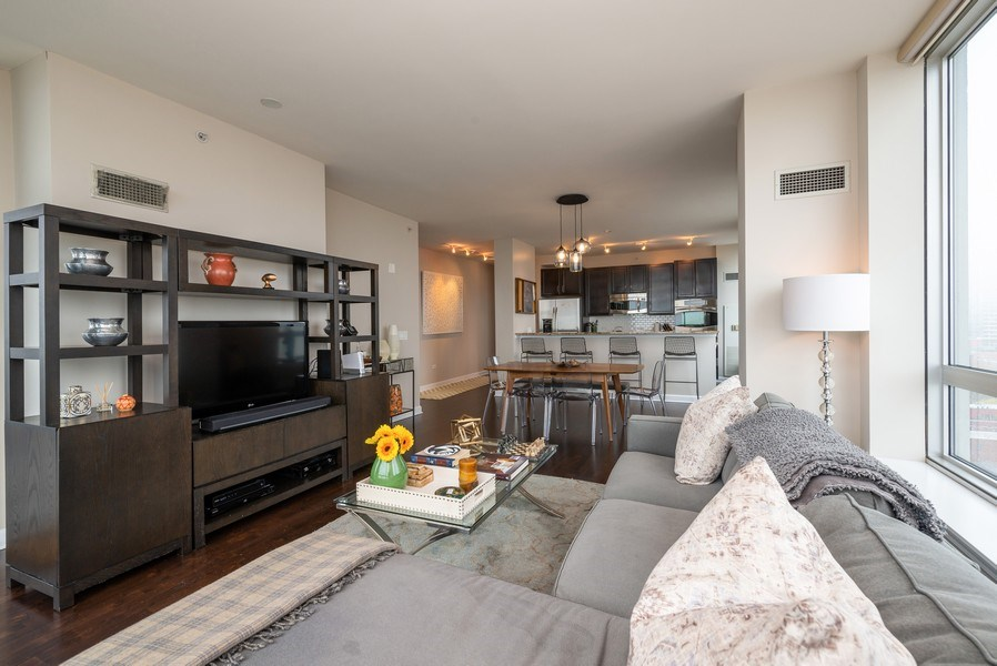 Real Estate Photography - 1901 S. Calumet Avenue, Unit 1407, Chicago, IL, 60616 - Great Room