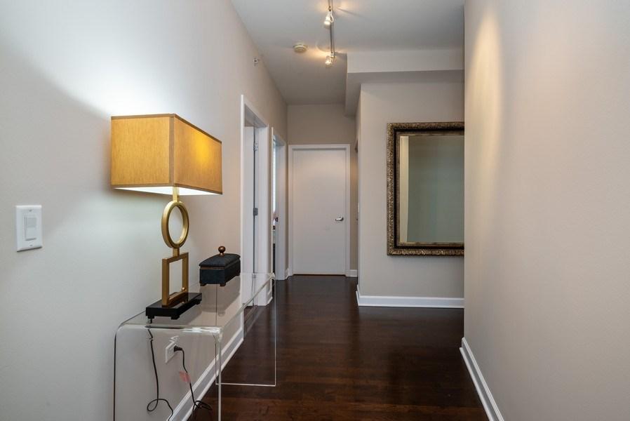 Real Estate Photography - 1901 S. Calumet Avenue, Unit 1407, Chicago, IL, 60616 - Foyer