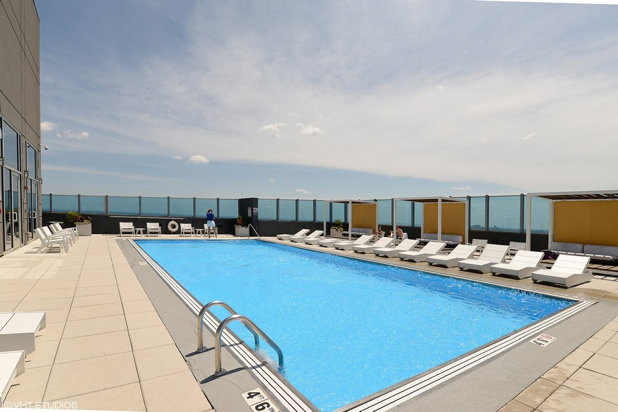Real Estate Photography - 1901 S. Calumet Avenue, Unit 1407, Chicago, IL, 60616 - Rooftop Pool