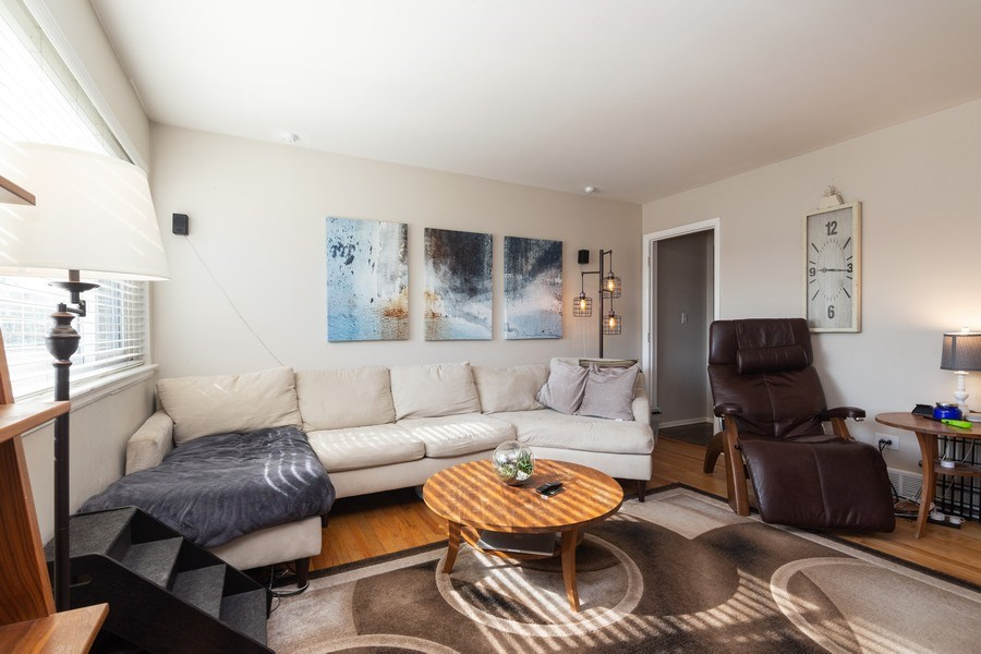Real Estate Photography - 2008 MAPLE Avenue, Unit -, Northbrook, IL, 60062 - Living Room