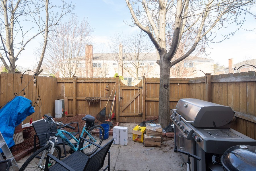 Real Estate Photography - 2008 MAPLE Avenue, Unit -, Northbrook, IL, 60062 - Back Yard