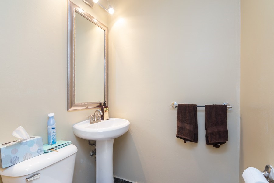 Real Estate Photography - 2008 MAPLE Avenue, Unit -, Northbrook, IL, 60062 - Half Bath