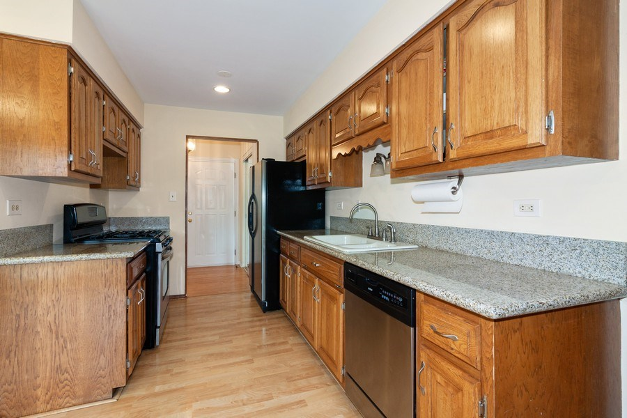 Real Estate Photography - 10S225 Kaye Ln, Willowbrook, IL, 60527 - Kitchen