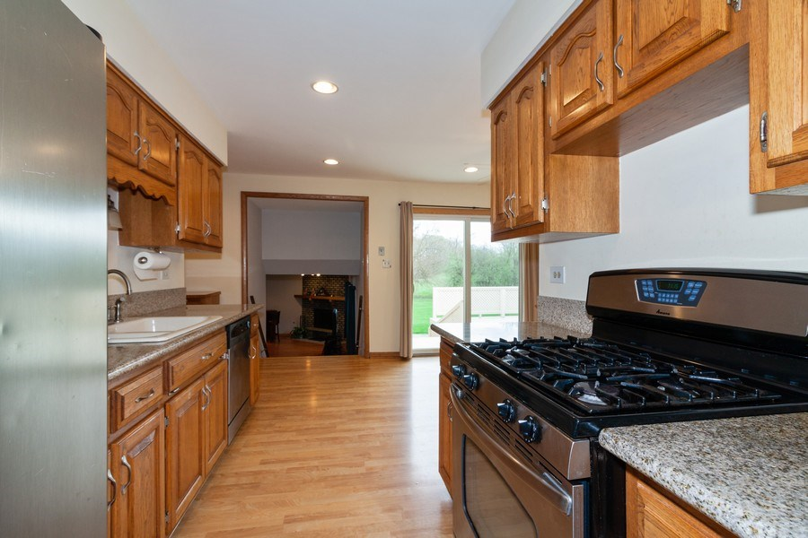 Real Estate Photography - 10S225 Kaye Ln, Willowbrook, IL, 60527 - Kitchen / Breakfast Room