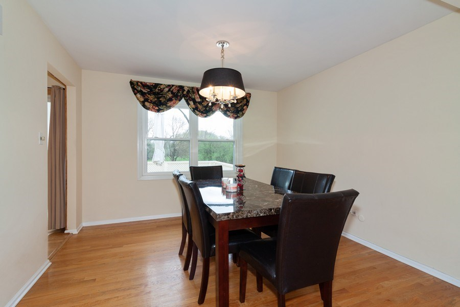 Real Estate Photography - 10S225 Kaye Ln, Willowbrook, IL, 60527 - Dining Area