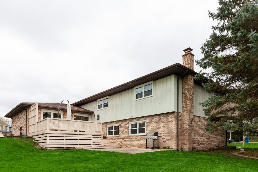 Real Estate Photography - 10S225 Kaye Ln, Willowbrook, IL, 60527 - Rear View