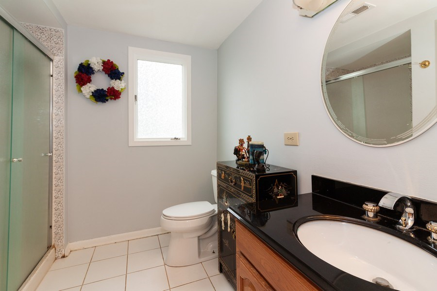 Real Estate Photography - 10S225 Kaye Ln, Willowbrook, IL, 60527 - Bathroom