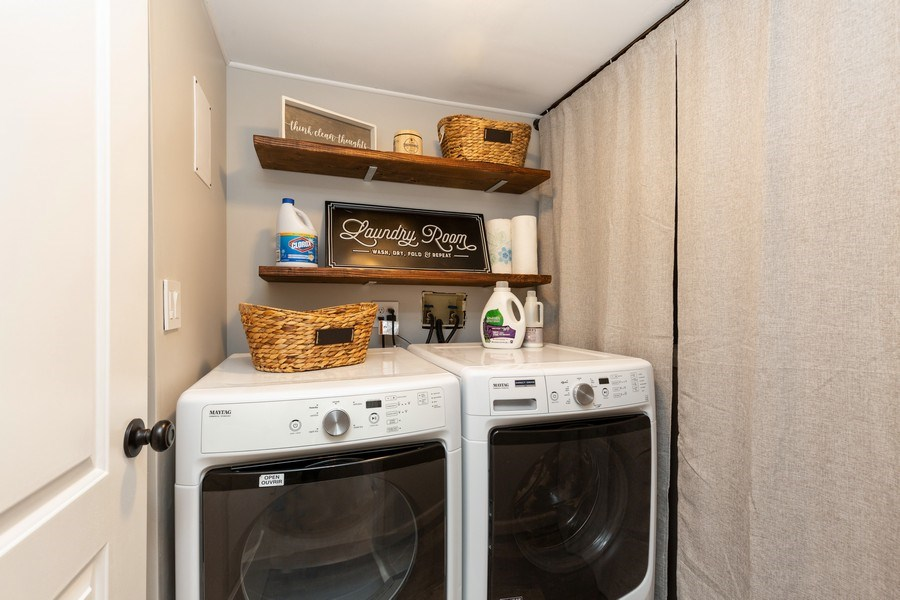 Real Estate Photography - 2801 HILLSBORO Lane, Lake In The Hills, IL, 60156 - Laundry Room