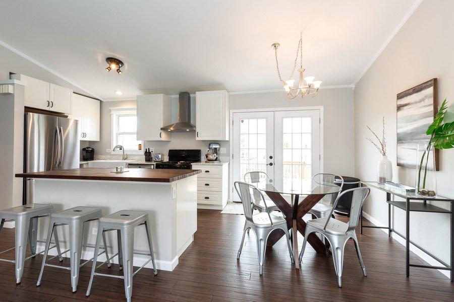 Real Estate Photography - 2801 HILLSBORO Lane, Lake In The Hills, IL, 60156 - Kitchen