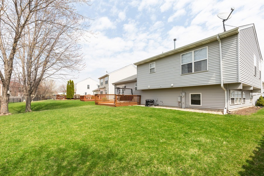 Real Estate Photography - 2801 HILLSBORO Lane, Lake In The Hills, IL, 60156 - Side View