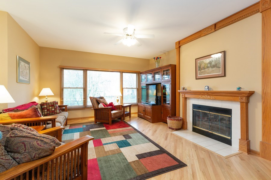 Real Estate Photography - 5 Cardiff Court, Algonquin, IL, 60102 - Family Room