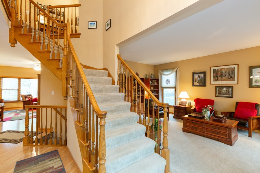 Real Estate Photography - 5 Cardiff Court, Algonquin, IL, 60102 - Foyer