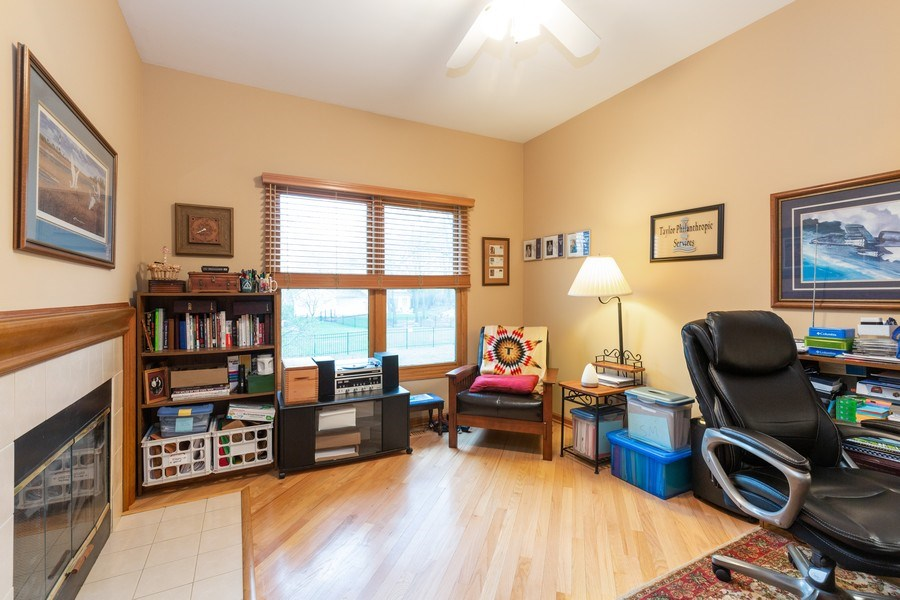 Real Estate Photography - 5 Cardiff Court, Algonquin, IL, 60102 - Office