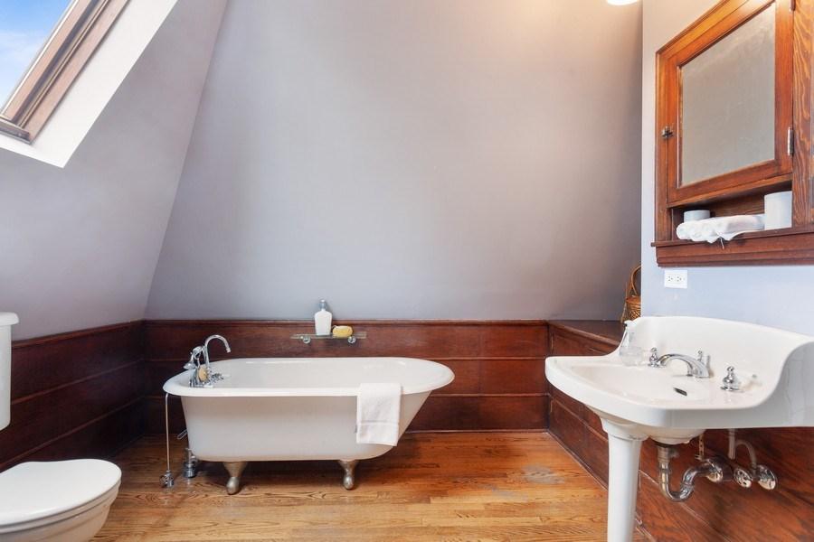 Real Estate Photography - 1019 Chicago Ave, Oak Park, IL, 60302 - Master Full Bath