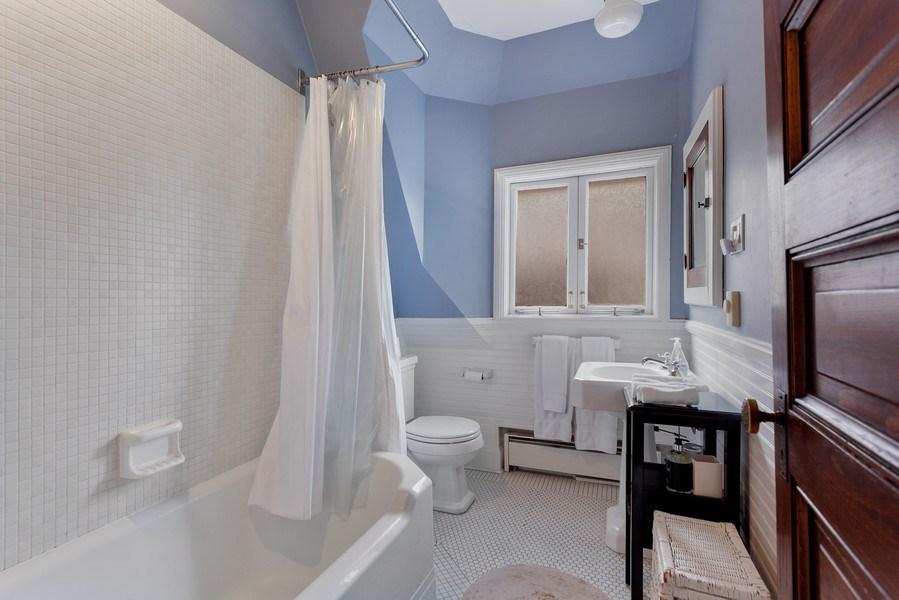 Real Estate Photography - 1019 Chicago Ave, Oak Park, IL, 60302 - Full Bath