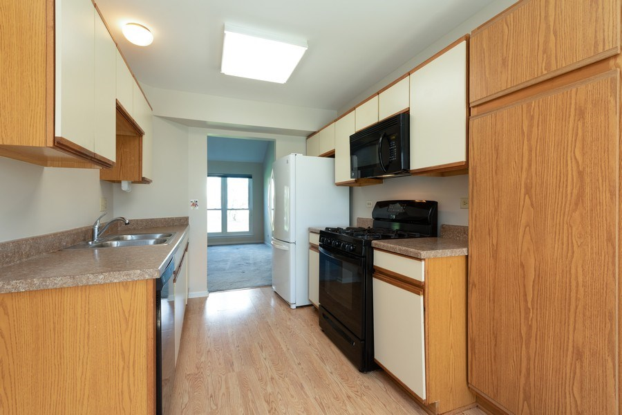 Real Estate Photography - 4065 N. Newport Lane, Arlington Heights, IL, 60004 - Kitchen