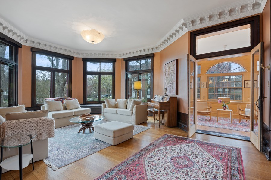 Real Estate Photography - 4950 S. WOODLAWN Avenue, Chicago, IL, 60615 - Living Room