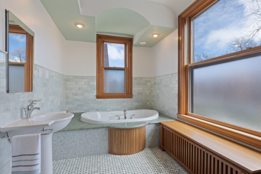 Real Estate Photography - 4950 S. WOODLAWN Avenue, Chicago, IL, 60615 - Master Bathroom