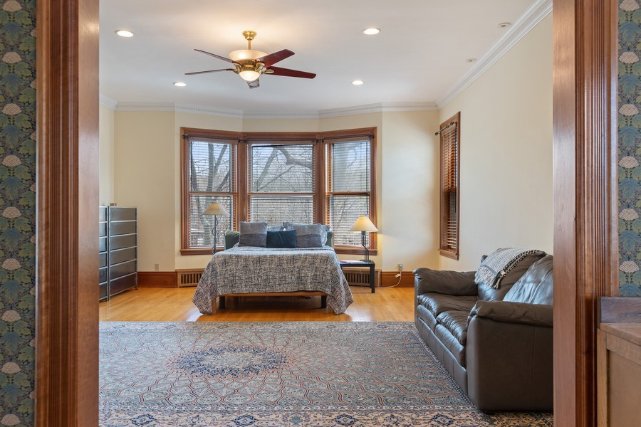 Real Estate Photography - 4950 S. WOODLAWN Avenue, Chicago, IL, 60615 - Master Bedroom