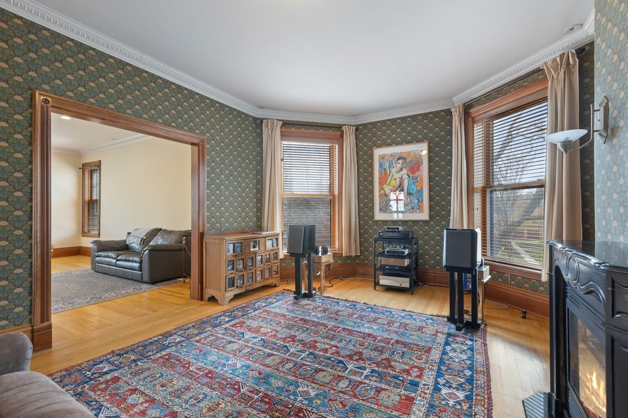 Real Estate Photography - 4950 S. WOODLAWN Avenue, Chicago, IL, 60615 - Sitting Room off of Master Bedroom