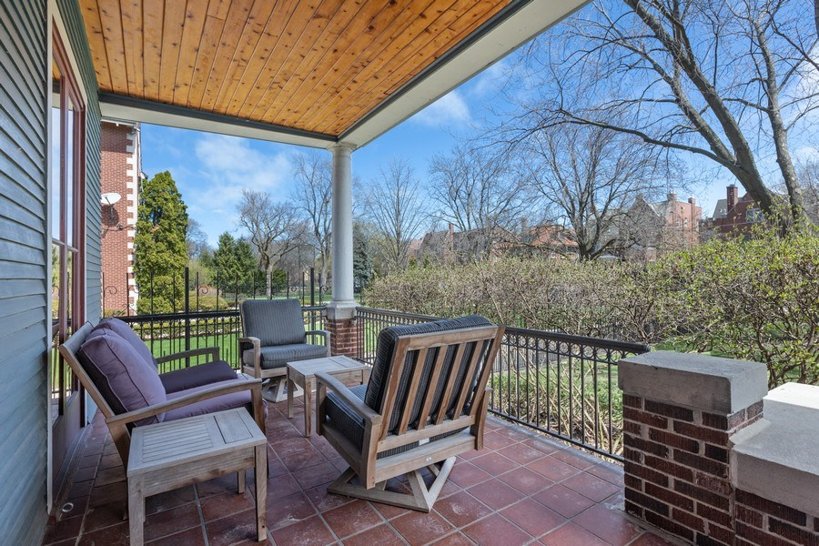 Real Estate Photography - 4950 S. WOODLAWN Avenue, Chicago, IL, 60615 - Porch