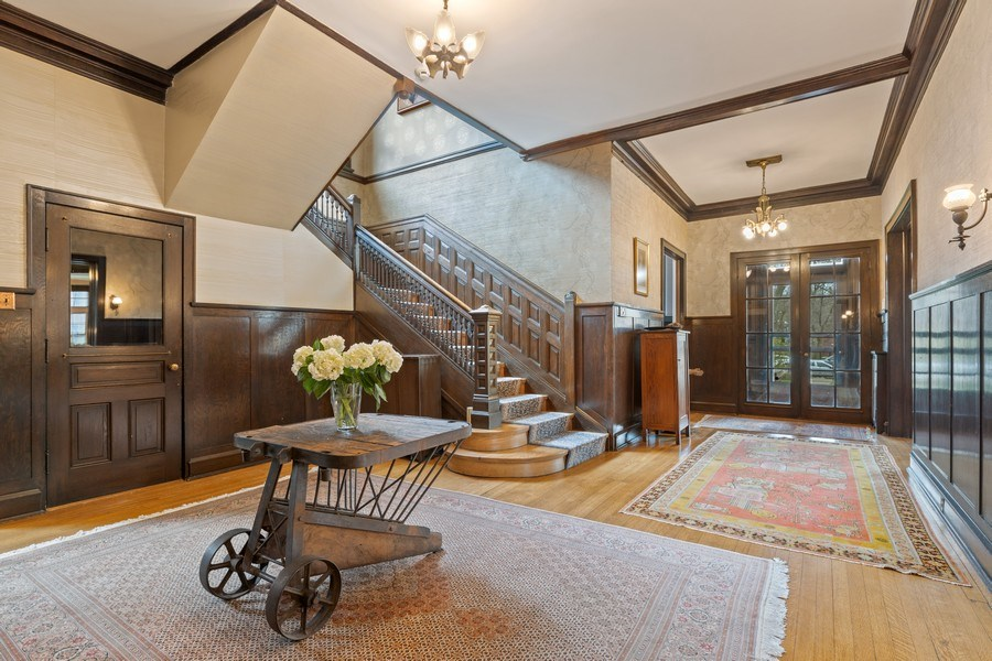 Real Estate Photography - 4950 S. WOODLAWN Avenue, Chicago, IL, 60615 - Foyer