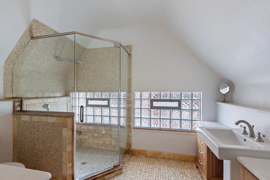 Real Estate Photography - 4950 S. WOODLAWN Avenue, Chicago, IL, 60615 - Bathroom