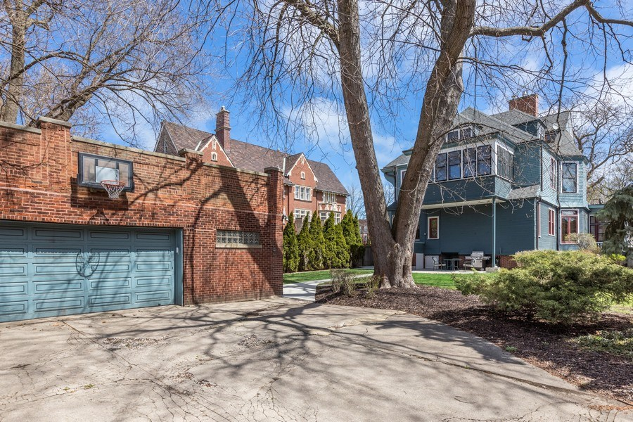 Real Estate Photography - 4950 S. WOODLAWN Avenue, Chicago, IL, 60615 - Garage