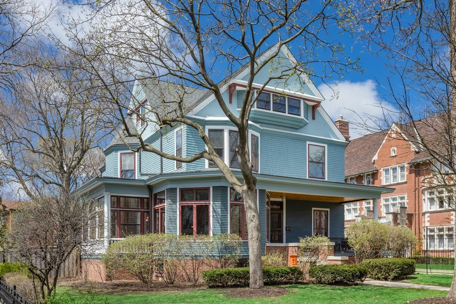 Real Estate Photography - 4950 S. WOODLAWN Avenue, Chicago, IL, 60615 - Front View