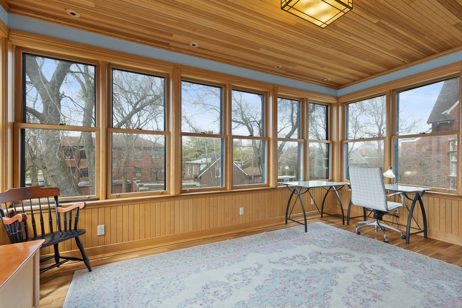Real Estate Photography - 4950 S. WOODLAWN Avenue, Chicago, IL, 60615 - Sunroom