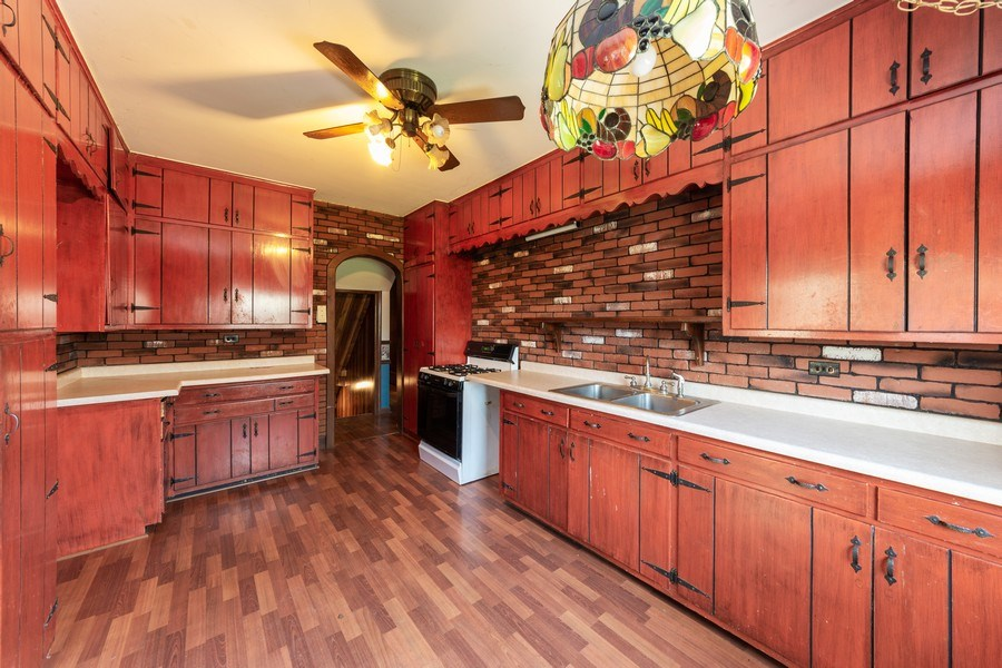 Real Estate Photography - 837 N. Pine Avenue, Arlington Heights, IL, 60004 - Kitchen