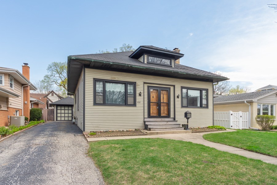 Real Estate Photography - 837 N. Pine Avenue, Arlington Heights, IL, 60004 - Front View