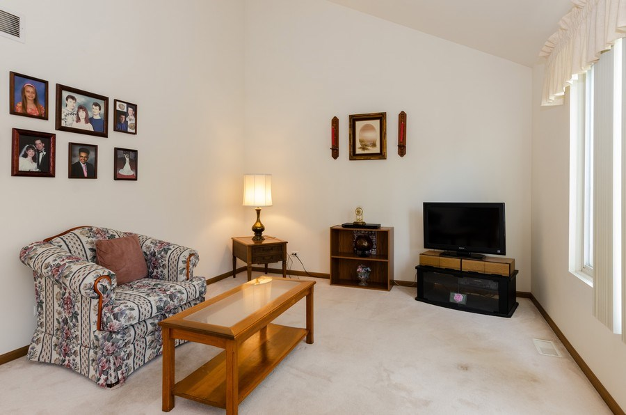Real Estate Photography - 1139 SAWMILL Lane, Algonquin, IL, 60102 - Family Room
