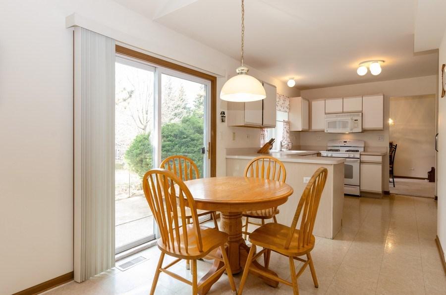 Real Estate Photography - 1139 SAWMILL Lane, Algonquin, IL, 60102 - Breakfast Area