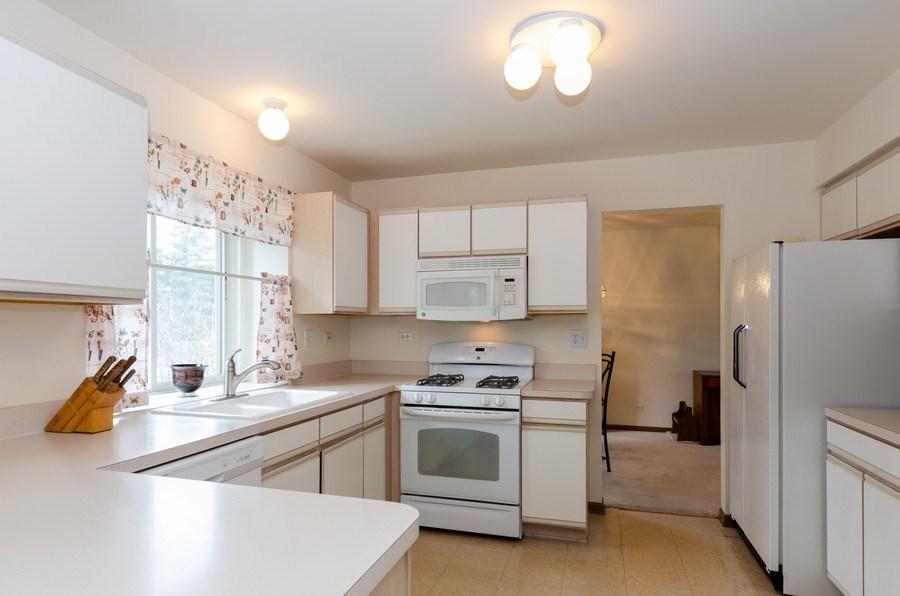 Real Estate Photography - 1139 SAWMILL Lane, Algonquin, IL, 60102 - Kitchen