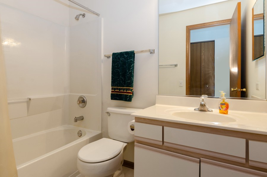 Real Estate Photography - 1139 SAWMILL Lane, Algonquin, IL, 60102 - 2nd Bathroom