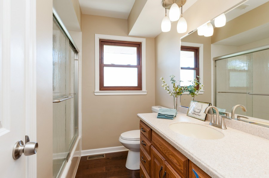 Real Estate Photography - 39351 N. Carol Lane, Beach Park, IL, 60099 - Hall Bathroom