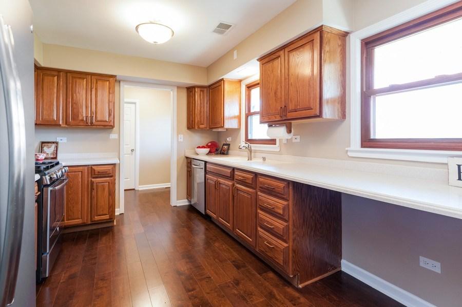 Real Estate Photography - 39351 N. Carol Lane, Beach Park, IL, 60099 - Kitchen