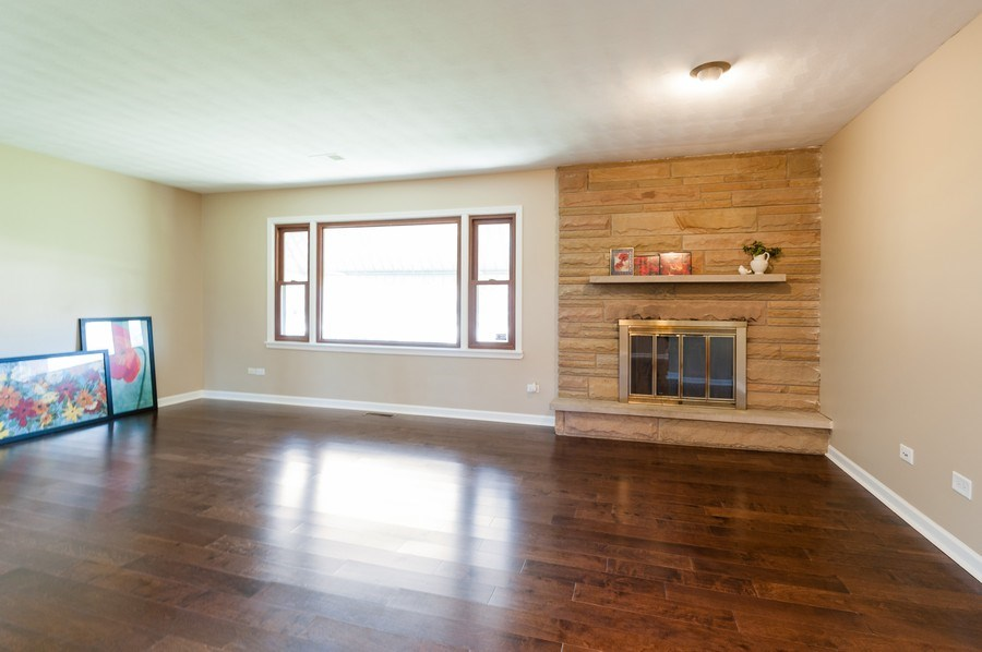 Real Estate Photography - 39351 N. Carol Lane, Beach Park, IL, 60099 - Living Room