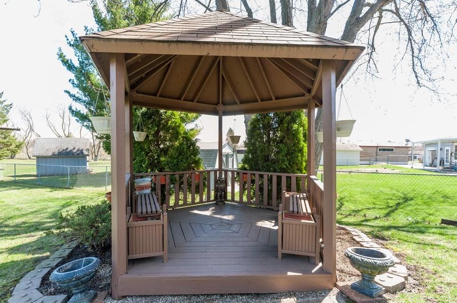 Real Estate Photography - 39351 N. Carol Lane, Beach Park, IL, 60099 - Gazebo