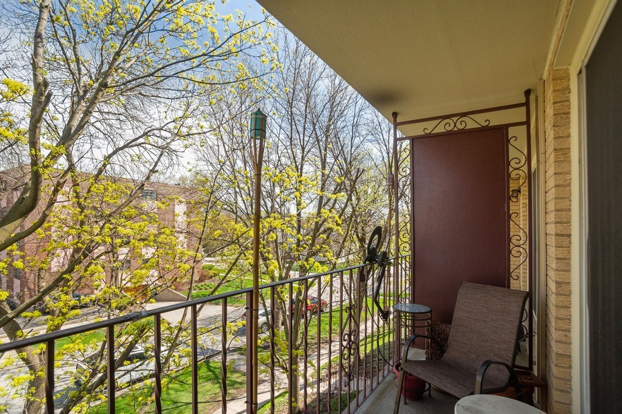 Real Estate Photography - 225 E. Wing Street, Unit 402, Arlington Heights, IL, 60004 - Patio