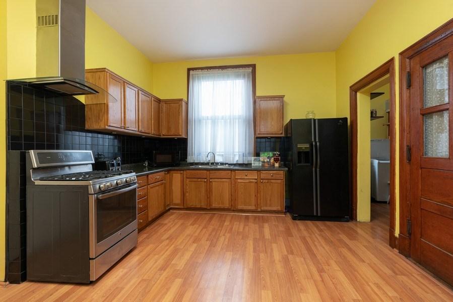 Real Estate Photography - 3601 S. Michigan Avenue, Chicago, IL, 60653 - Kitchen