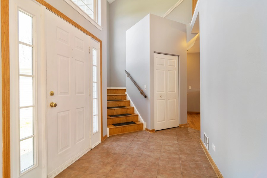 Real Estate Photography - 219 Faircroft Road, Bartlett, IL, 60103 - Foyer