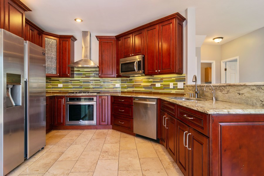 Real Estate Photography - 219 Faircroft Road, Bartlett, IL, 60103 - Kitchen